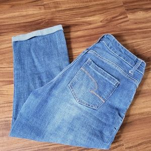 Time and Tru Mid Rise Cropped Jeans